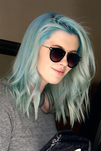 2020 En Güzel Saç Renkleri ve Saç Modelleri Gri Yeşil Balyajlı Dalgalı Saç