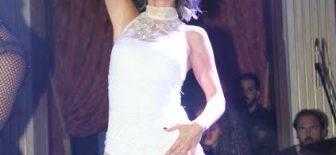 Hande Yener Kıbrıs Sıcaklarına Özel Mayo Bikini Kıyafet Yaptırdı
