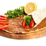 En Sevilen yiyecekler kaç kalori biliyormusunuz? Lahmacun: 221 kcal