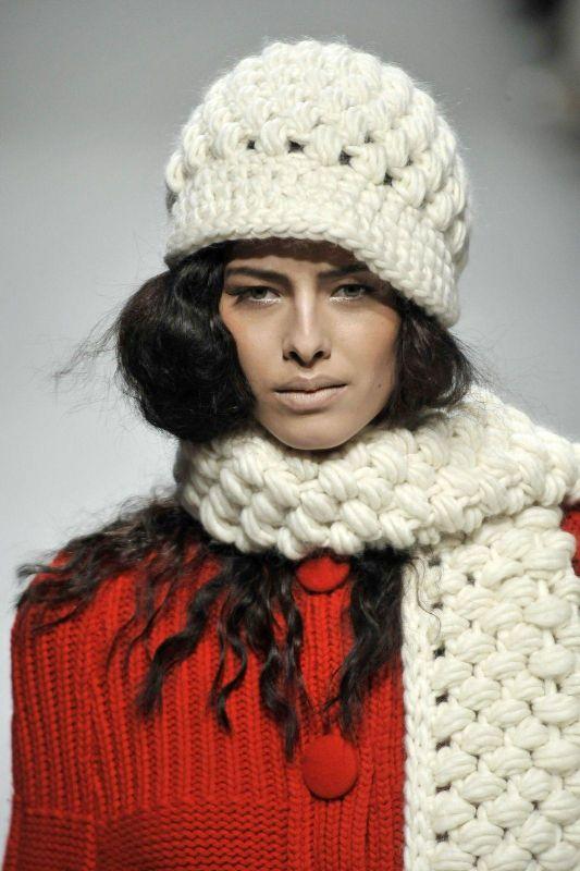 Son Moda Kışlık Örgü Atkı Modelleri