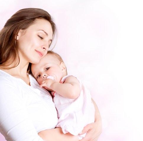 Anne sütü bebek için sayısız yararları olan çok özel bir besindir