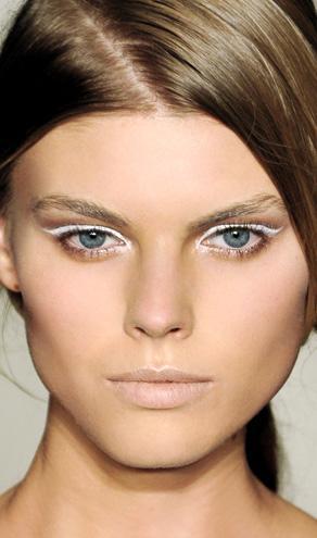 Gözlerde Beyaz Eyeliner Trendi
