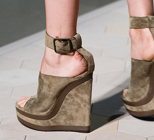 En Yeni Dolgu Topuk Ayakkabı Modelleri Şık ve Rahat