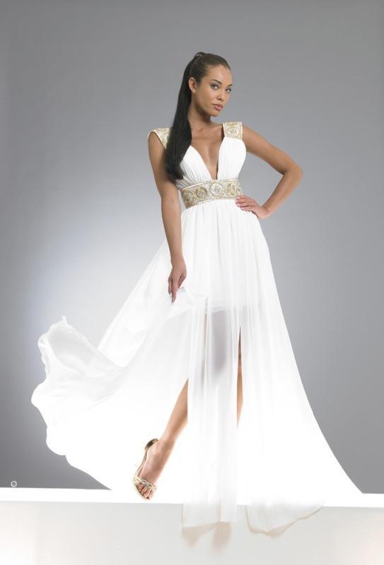 beyaz_abiye_modelleri_Beyaz nişan elbisesi