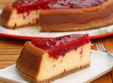 Çilekli Cheesecake Nasıl Yapılır?