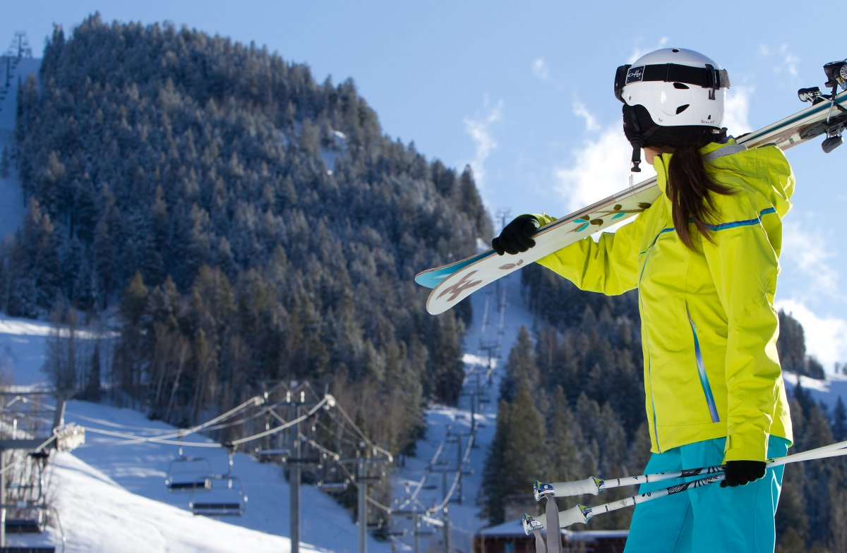 En Güzel Bayan Kayak Kıyafetleri 2019 Kar Montu Modelleri