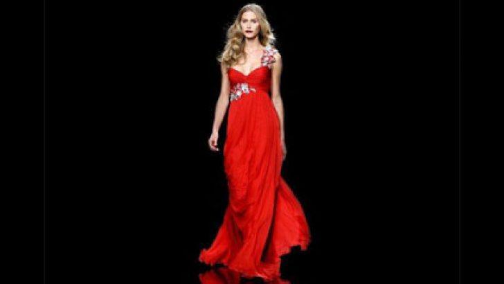 Yılbaşı Gecesi İçin Abiye Modelleri Kırmızı Gece Elbiseleri