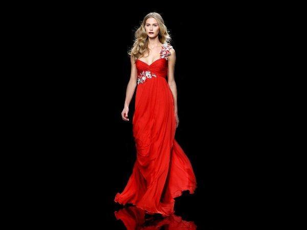 Kırmızı Gece Elbiseleri