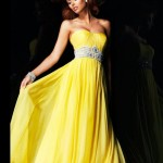 Taş detaylı sarı nişan elbisesi