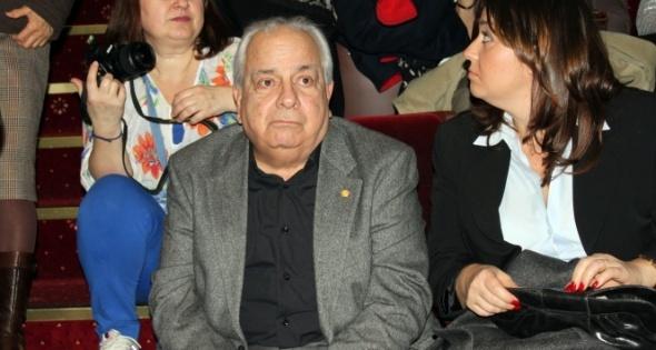 Türk Sineması'nın en iyi komedi oyuncularından olan Zeki Alasya 8 Mayıs 2015`te 72 yaşında hayata gözlerini yumdu.