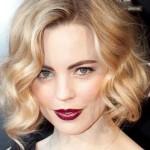Gelinliğinize Çok Yakışacak 2020 Örgü Gelin Saç Modelleri Sarı Dalgalı Saç