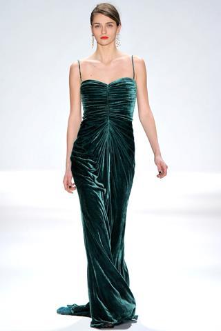 en-guzel-kadife-abiye-elbise-modelleri-38