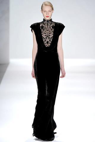 en-guzel-kadife-abiye-elbise-modelleri-41