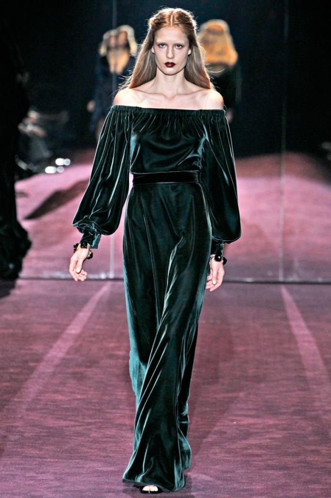 en-guzel-kadife-abiye-elbise-modelleri-49