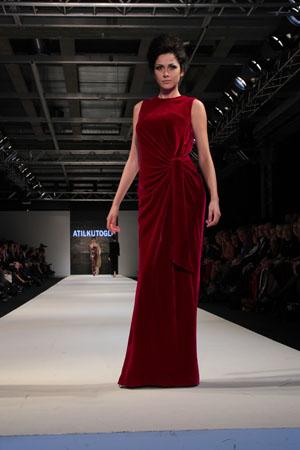 en-guzel-kadife-abiye-elbise-modelleri-59