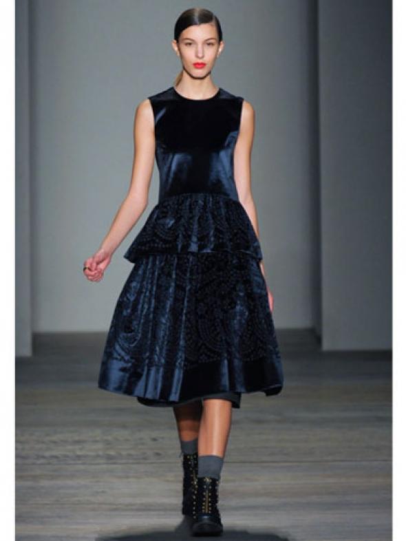 en-guzel-kadife-abiye-elbise-modelleri-75