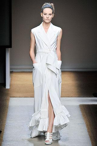 en-trend-beyaz-elbise-modelleri-26