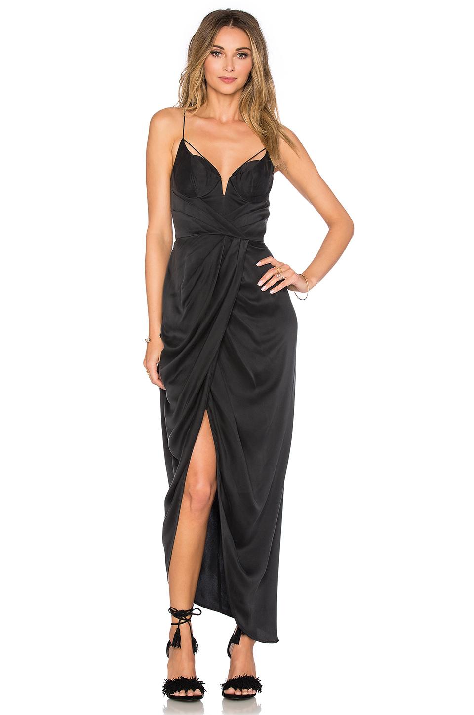 40459413ca78d En Şık Uzun Elbise Modelleri – Gece Elbiseleri 2019 Siyah Saten Askılı