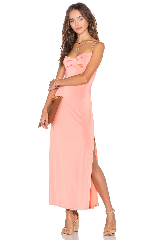Yavruağzı Uzun Elbise Modelleri & Gece Elbiseleri