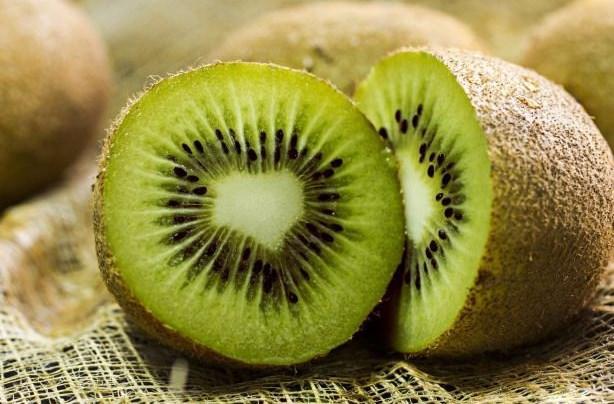 KİVİ    * C vitamini deposudur, bir adet kivide günlük alınması gereken C vitamini ihtiyacından fazlası vardır
