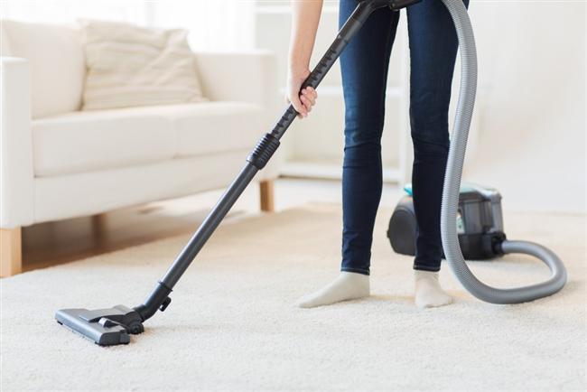 Evinizdeki halıların kötü kokusundan şikayetçiyseniz, onları halı yıkama servislerine vermeden evvel 1-2 avuç karbonatı halılarınızın her tarafına serpin, birkaç saat bekleyin ve elektrik süpürgesi ile süpürün
