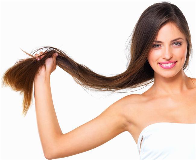 Saçlarınızı şampuanladıktan sonra karbonatla masaj yapıp durulayın