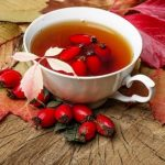 Kuşburnu çayı Grip olunca demliyoruz, rahatlamak için bardak bardak tüketiyoruz