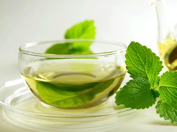 Isırgan otu çayı    Yapraklarındaki bileşenler sayesinde ısırgan otu birçok derde deva olduğu gibi şişkinliği yok ederek kabızlığa da iyi gelmektedir. Bir fincan sıcak suyun içerisine bir çay kaşığı kurutulmuş ısırgan otu koyabilirsiniz.