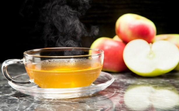 Elma çayı    İsteğe göre içerisine tarçın gibi çeşitli baharatların da eklenebildiği elma çayı, tatlı ama bir yandan da ekşimsi tadı, içerdiği vitaminlerin çeşitliliği ve kalori yakmayı hızlandıran yapısıyla bilinir. Tüm bu özelliklerin yanı sıra elmanın lifinden gücünü alan elma çayı kabızlığı da yok eder.