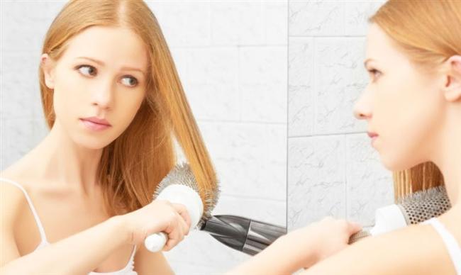 Saçım hiç fön tutmuyor    Gerçekten de bazı saçlarda uzun fönlerden sonra bile model hemen kayboluyor. Çok ince telli ya da çok kalın telli olanlarda böyle bir sorun olabilir. Eğer saç teliniz çok inceyse hacim katan şampuanlardan kullanın. Ayrıca yıkamada saç kremini ya hiç kullanmayın ya da çok ekonomik kullanın. Kalın telli saçlar da şekle girmekte zorlanırlar. Şampuandan sonra durulama gerektirmeyen saç kremleriyle bakım uygulayın. Fön çektirmeden önce saçınızı bir miktar  köpükleyin.