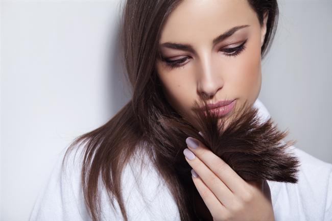 Saçlarım kırıldı    Mutlaka bir-iki santim kestirmelisiniz. Bunun dışında özel saç bakım kremleri kırık uçları tamir eder. Saçlarınızın kırılmasını önlemek için çok sıcak kurutmamalı. Ve havluyla nemini alırken dikkatli olmalısınız. Ayrıca saç tokaları da saçları kırıyor.