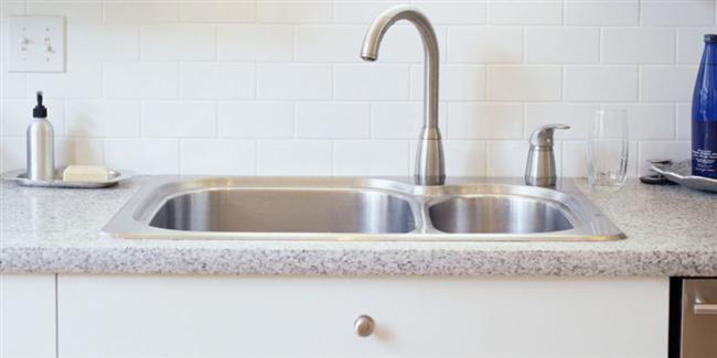 Tıkanıklık Açma - Lavabo tıkanıklığı açma:  Lavabonuz tıkandı ve evde pompanız yok. Ama çamaşır sodanız varsa, üzerine biraz kaynar su ekleyin ve bunu delikten dökün. Lavabonuz anında açılacaktır.