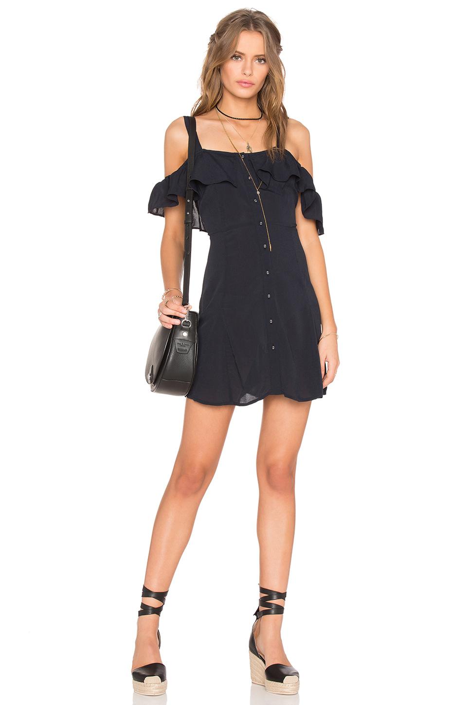 2019 Yazlık Elbise Modelleri Siyah Kısa Askılı Düşük Fırfırlı Kol Günlük Elbise