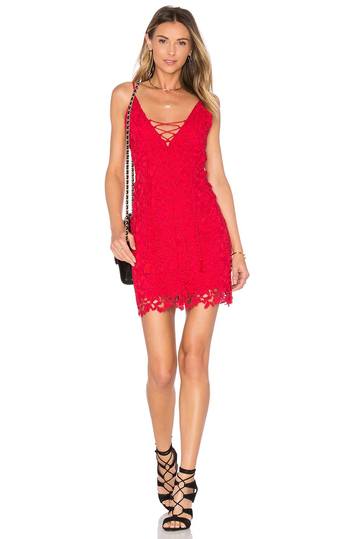 Kırmızı Dantelli Elbise Modelleri