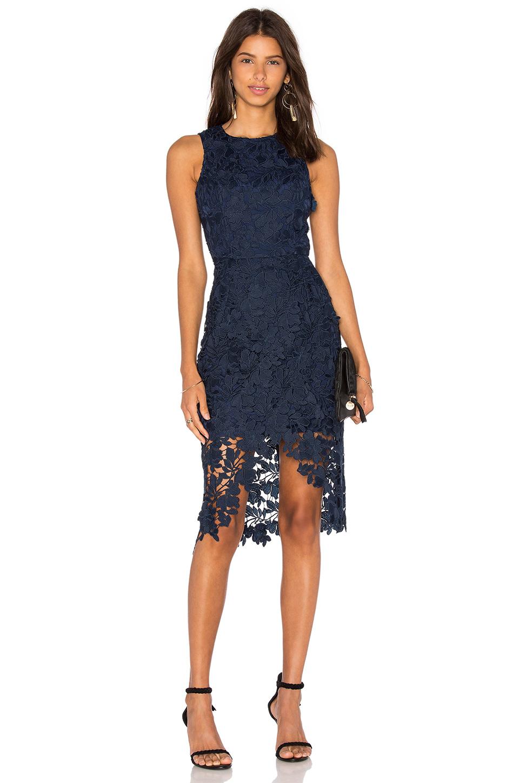 Mavi Dantelli Elbise Modelleri
