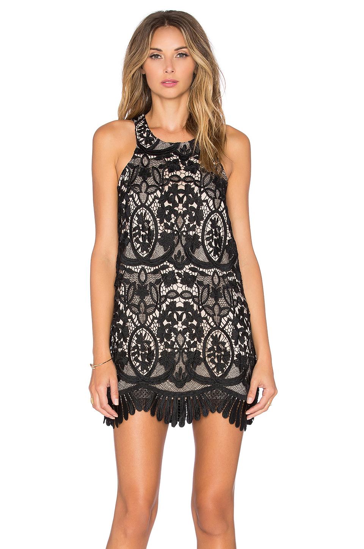 Siyah Dantelli Elbise Modelleri