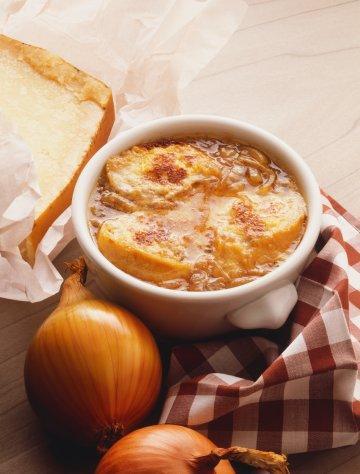 Pratik Yemekler: Fransız Soğan Çorbası Tarifi