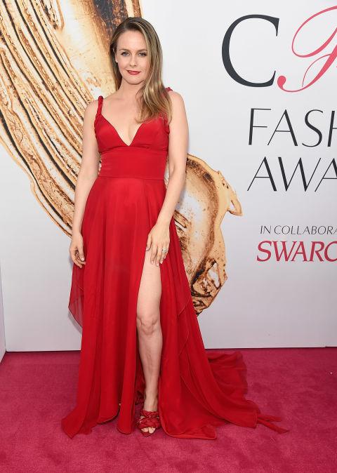 2016 CFDA Moda ödülleri Kırmızı Halı Elbiseleri; ALICIA SILVERSTONE