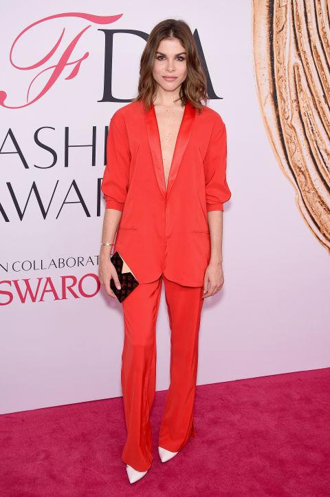2016 CFDA Moda ödülleri Kırmızı Halı Elbiseleri; EMILY WEISS