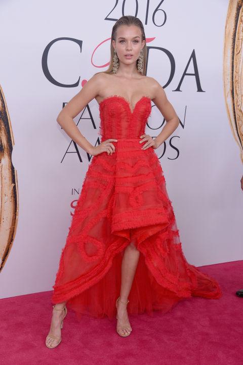 2016 CFDA Moda ödülleri Kırmızı Halı Elbiseleri; JOSEPHINE SKRIVER