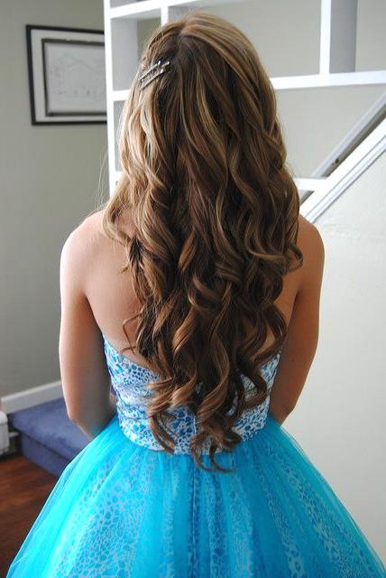 Uzun Abiye Saç Modelleri - Long wavy prom hairstyle