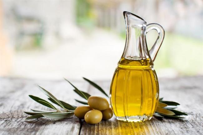 Zeytin Yağı    Yüz yıllardır Akdeniz veEge'nin sıvı altını olan zeytin yağı, Romalılar döneminden bu yana cilt ve saç bakımında kullanılıyor. Nemlendirici ve antioksidan özellikleriyle cilt bakım ürünlerinde besleyici ve yumuşatıcı olarak tercih ediliyor. İçerik listesinde Olea Europaea (Olive) Fruit Oil olarak görebilirsiniz.