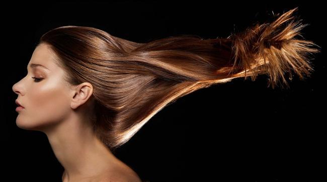 Uzun saçlara sahip olmak için sizlere önereceğimiz doğal maske tariflerinden yararlanabilirsiniz. Bitkisel içerikli maskeler ile kısa zaman içinde saçlarınız istediğiniz uzunluğa ulaşacaktır.    Saçların uzaması için saç telleri ve saç köklerinin sağlıklı olması gerekmektedir. Sağlıklı saçlar her zaman daha hızlı uzayacak ve doğal bir parlaklığa sahip olacaktır.