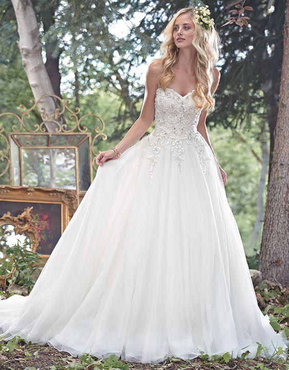 En Güzel Straplez Prenses Gelinlik Modelleri - En Şık Gelinlikler