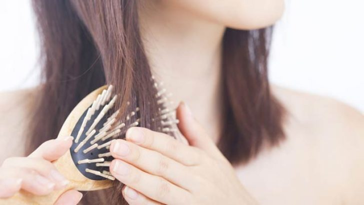 Saçlardaki Kepek Nasıl Geçer & Kepeğe Ne İyi Gelir?