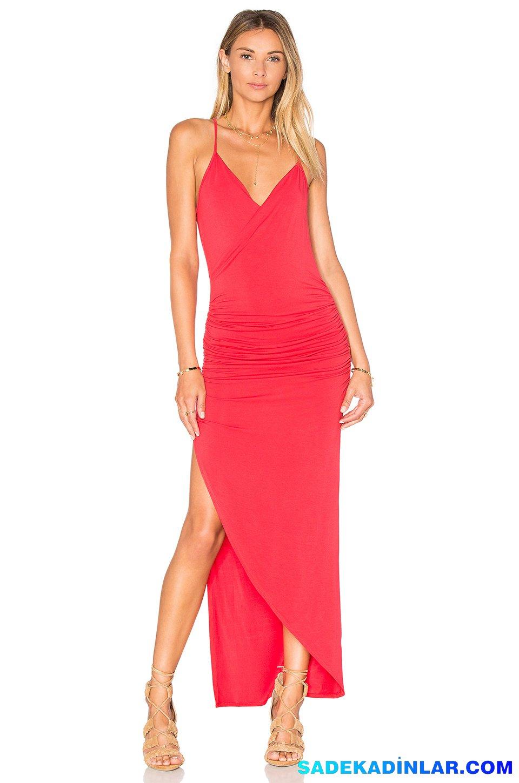 2019 Abiye Elbise Kombinleri; Kırmızı Straplez Yandan Yırtmaçlı