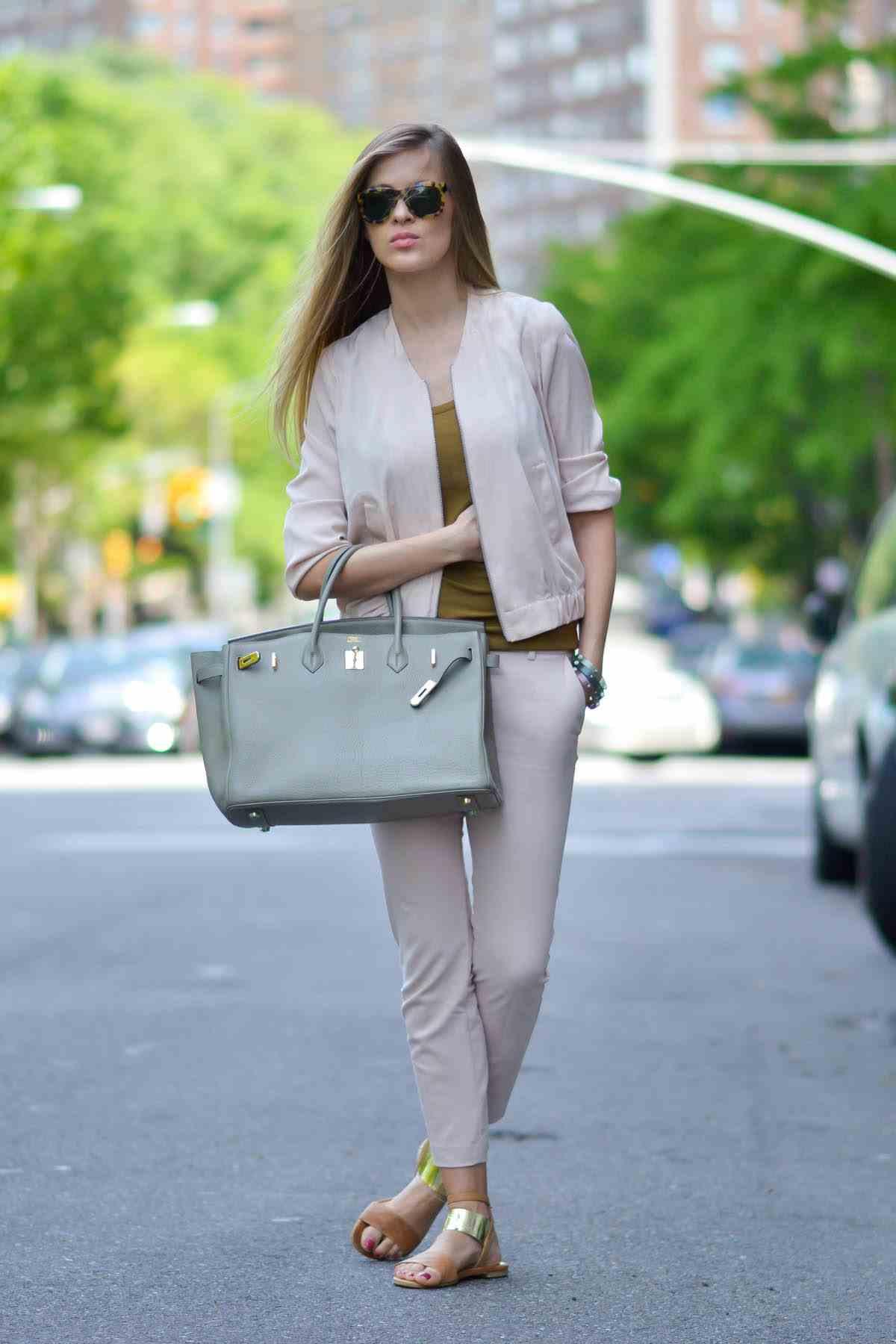 2019 2020 Sonbahar Kış Kombinleri - Günlük Rahat Kıyafetler - Ceket, pantolon Express , üst Gucci, çanta Hermes, ayakkabı Russel ve Bromley, güneş gözlüğü Ralph Lauren