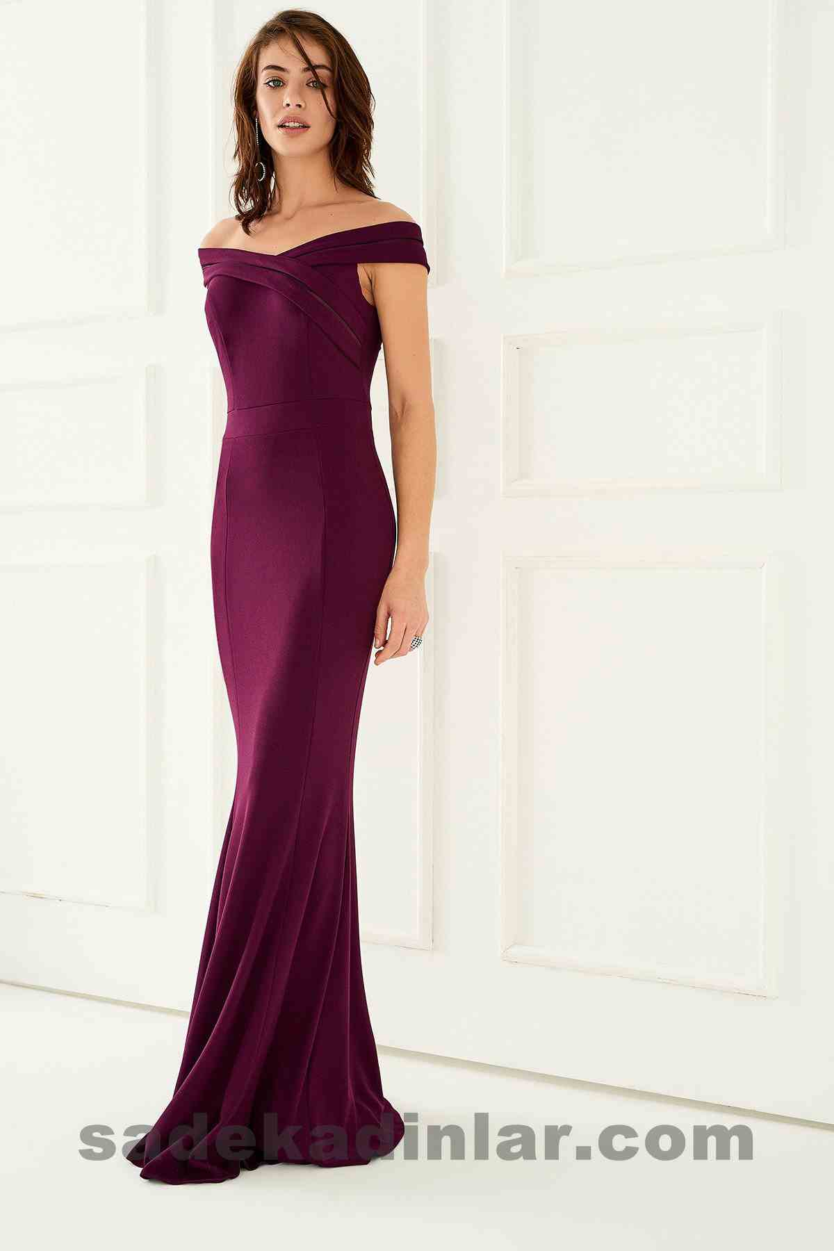 Abiye Elbise Modelleri Şık ve Güzel 2019 Gece Elbiseleri Düşük Omuz Mürdüm Rengi Uzun