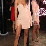 Yazlık Elbise Modelleri ve Şık Kıyafet Kombinleri Gögüs Dekolteli Kısa Gece Elbisesi