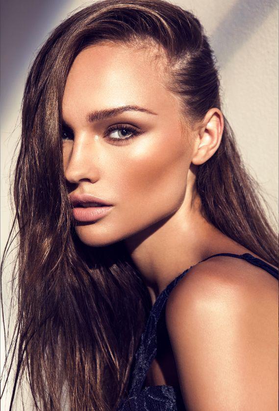 Beyaz Tene Çekici ve Parıltılı Bronz Makyaj Nasıl Yapılır?